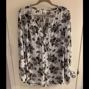 Gorgeous blouse for year round.